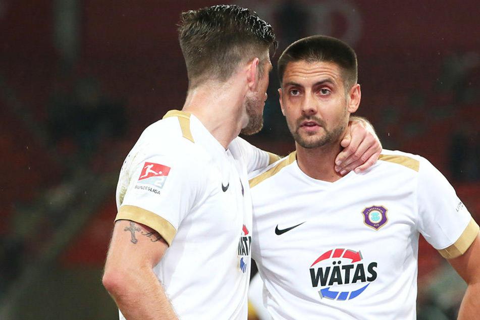 Enttäuschung nach der Pleite in Ingolstadt bei Dimitrij Nazarov (r.) und Dennis Kempe.