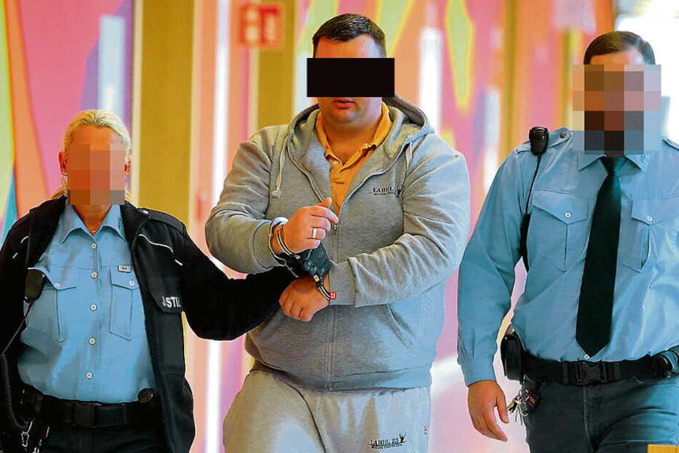 Michael W. (36) ist wegen der Böller-Attacken in U-Haft.