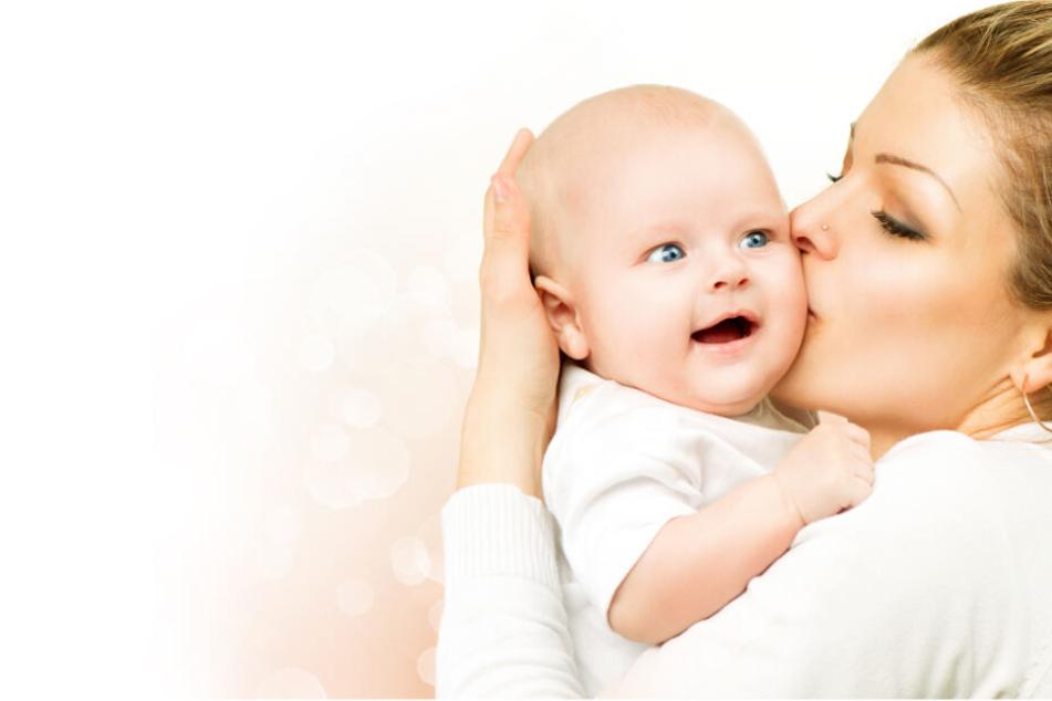 Ein Kuss von der Mutter brachte ihren Sohn ins Krankenhaus. (Symbolbild)