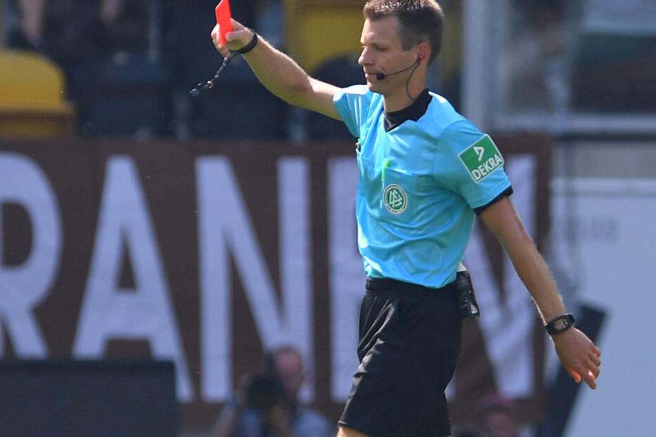 Schiedsrichter Cortus zeigte Nikolaou letztlich doch die rote Karte.