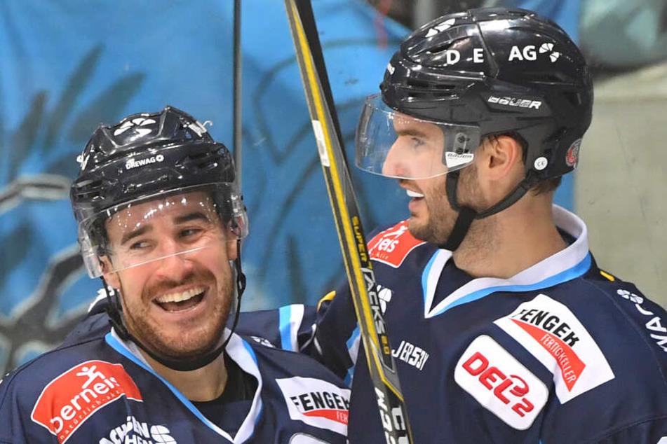 Das Erfolgsduo Nick Huard (l.) und Jordan Knackstedt wollen die Eislöwen unbedingt halten