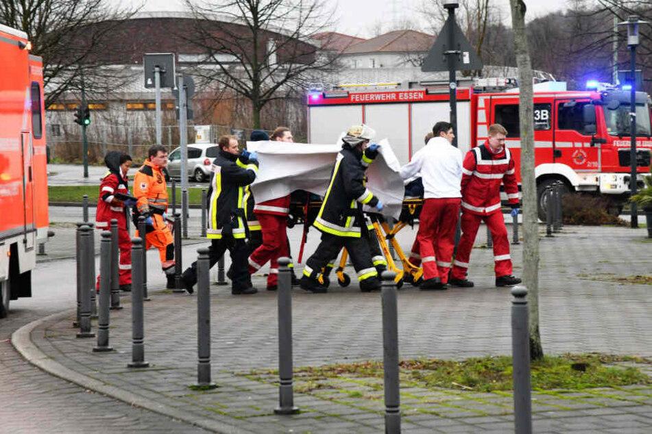 Polizisten fanden den Jugendlichen wenig später im Gleisbett des Bahntunnels. Er wurde in ein Krankenhaus gebracht.