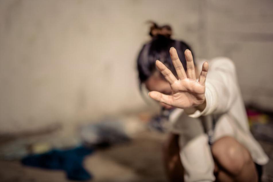 Zwei Mädchen sexuell belästigt: Täter flüchtig