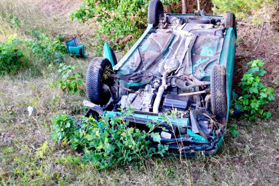 Auto überschlägt sich: Junge Frau kommt ins Krankenhaus