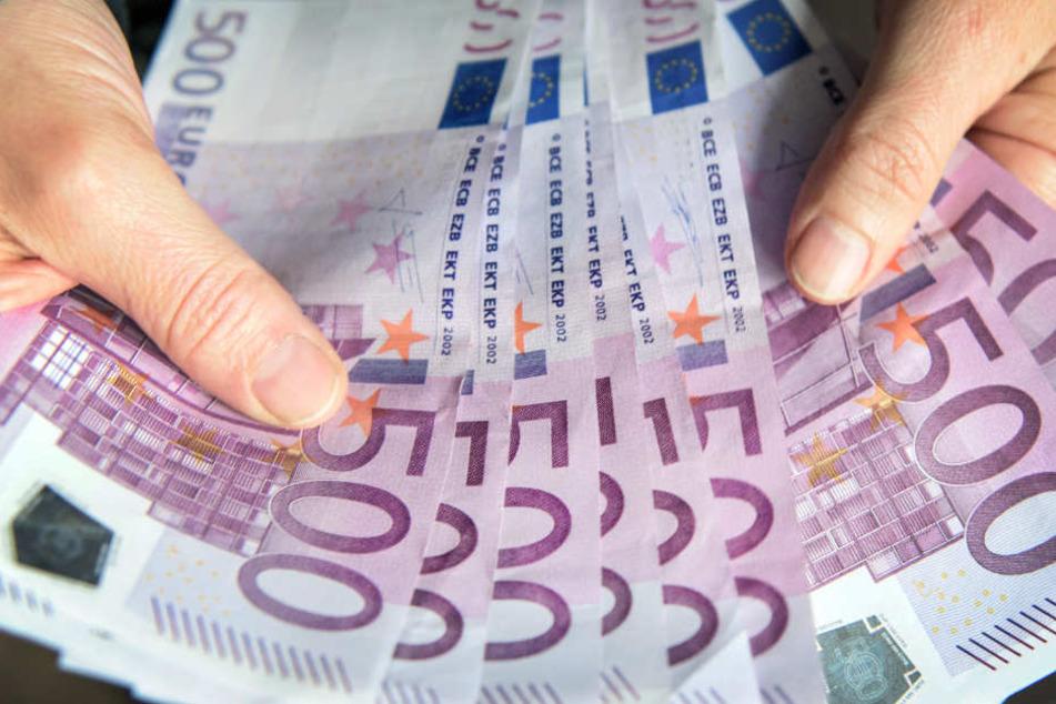 4255 Einkommensmillionäre gibt es laut der aktuellsten Statistik in Bayern.