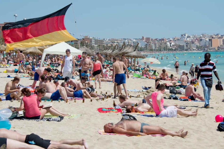 Schärfere Kontrollen auf Mallorca sollen in diesem Sommer den Sauftourismus einschränken.
