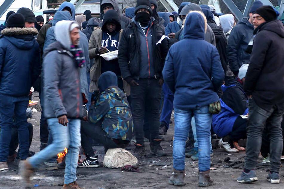 Bei Auseinandersetzungen in Calais wurden mehrere Menschen verletzt.