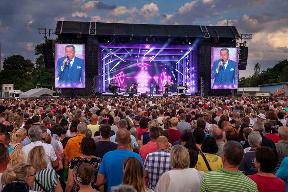 Kaiserlicher Auftritt: Schlagerstar Roland Kaiser (67) begeisterte 12000 Fans.