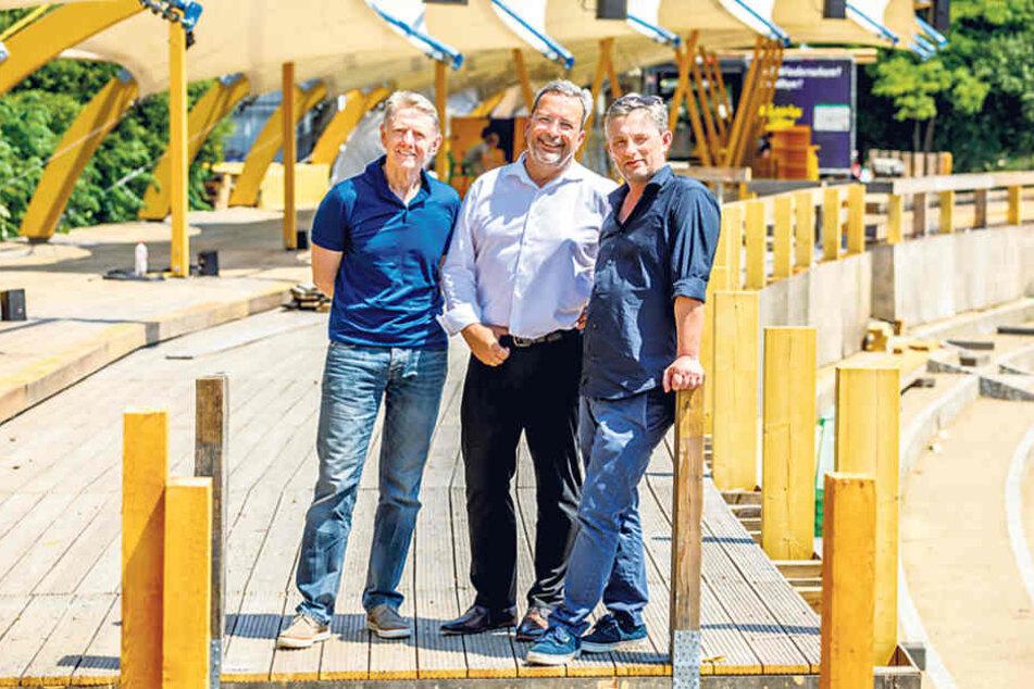 Filmnächte-Macher Matthias Pfitzner (50, r.) und Johannes Vittinghoff (63,  l.) mit Sponsor Axel Frech (61), Geschäftsführer der Radeberger Brauerei.