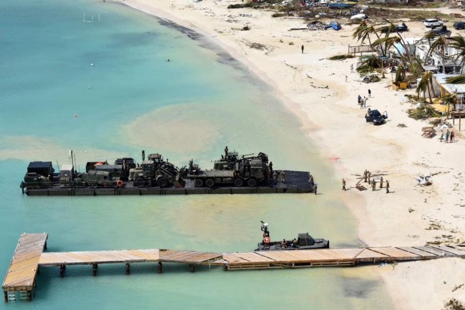 Das britische Militär schickte Flugzeuge und ein Schiff ins Katastrophengebiet.