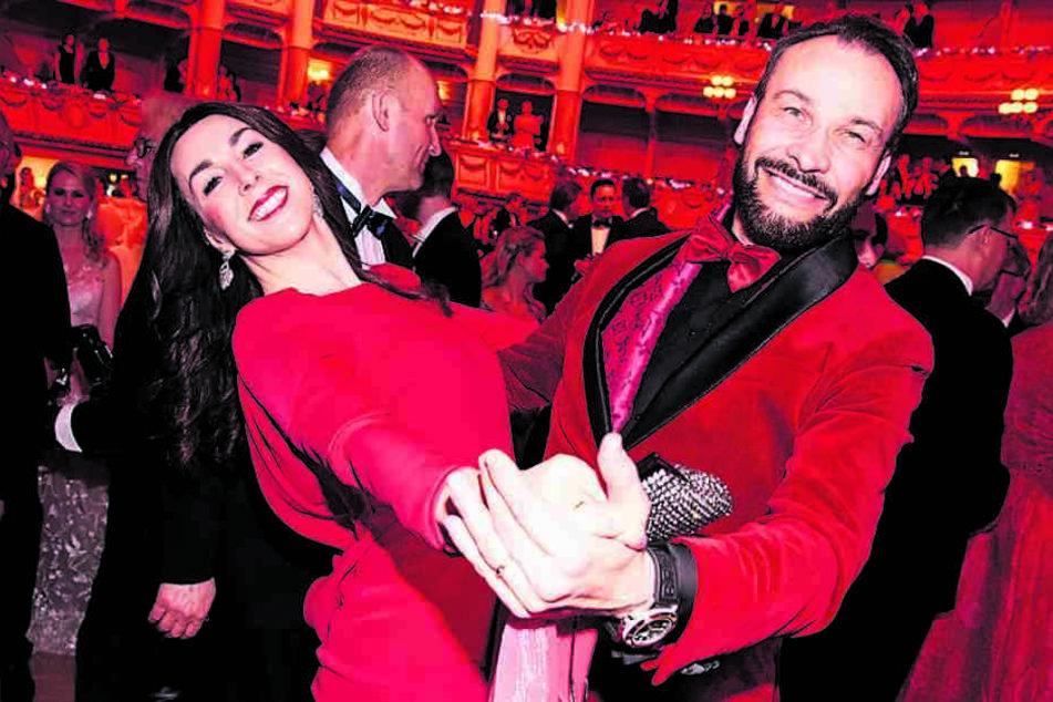 Leidenschaft in Rot: Judith Williams (46) tanzt mit ihrem Ehemann Alexander-Klaus Stecher (51).
