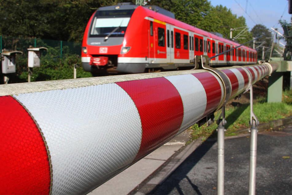 Eine festgefrorene Schranke sorgte am Montagmorgen für einen langen Stau zwischen Steinhagen und Halle. (Symbolbild)