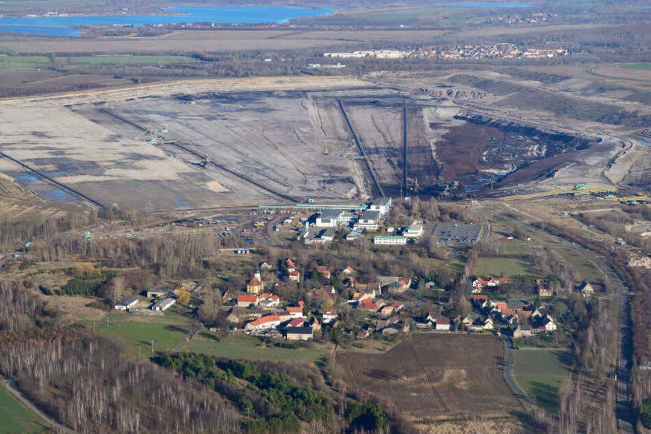 Die knapp 30 Einwohner von Pödelwitz wollen hier wohnen bleiben.