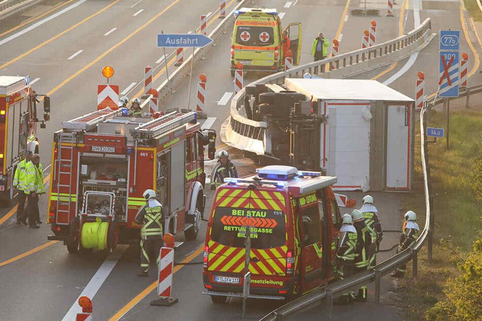 Die Unfallstelle von oben: Warum der Lkw gegen die Baustellenleitplanke fuhr, ist noch nicht klar.