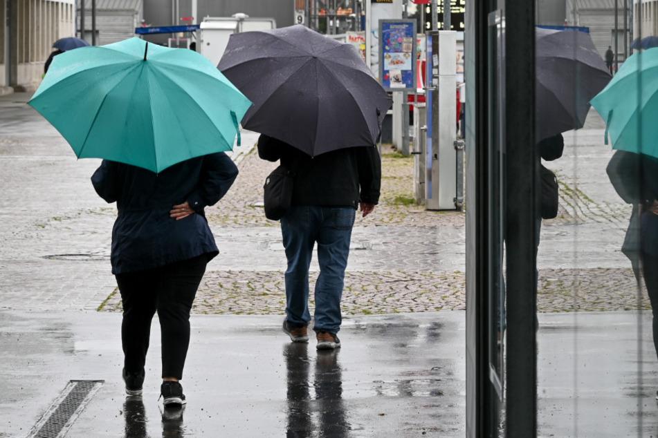 Nach starken Regenfällen: Überschwemmte Keller und Straßen in Hessen