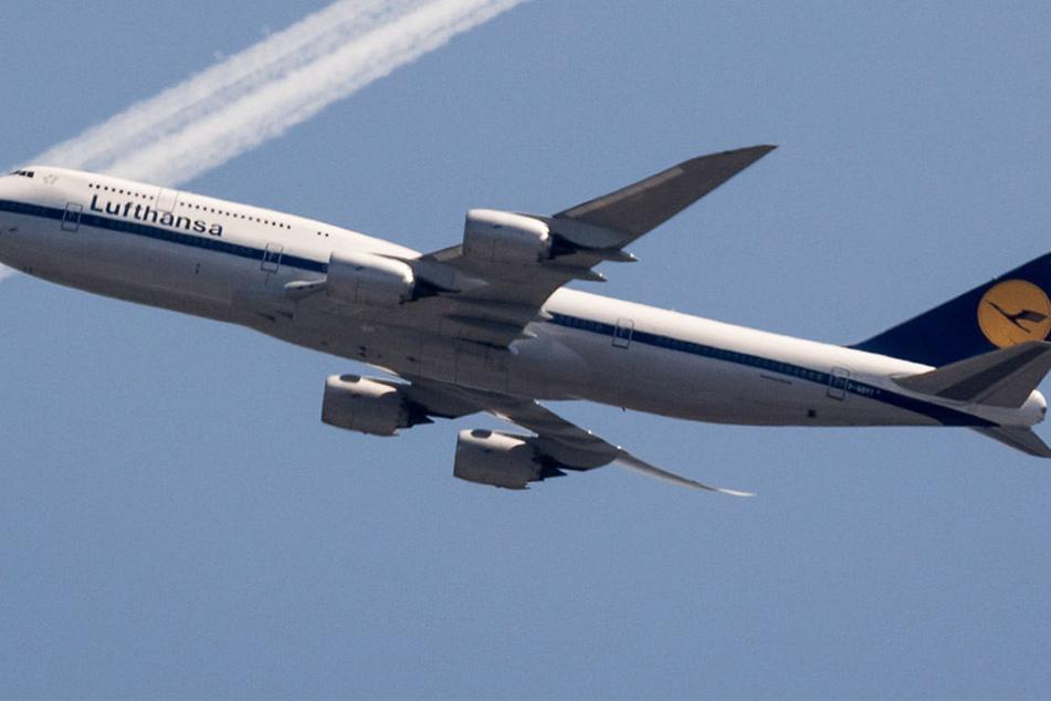 Ein Passagier wurde von der Lufthansa-Crew wegen seines Verhaltens aus dem Flugzeug geworfen.