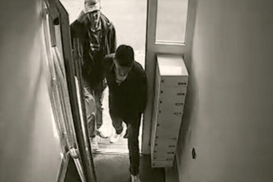 Nach Einbruch: Polizei sucht nach diesen zwei Männern