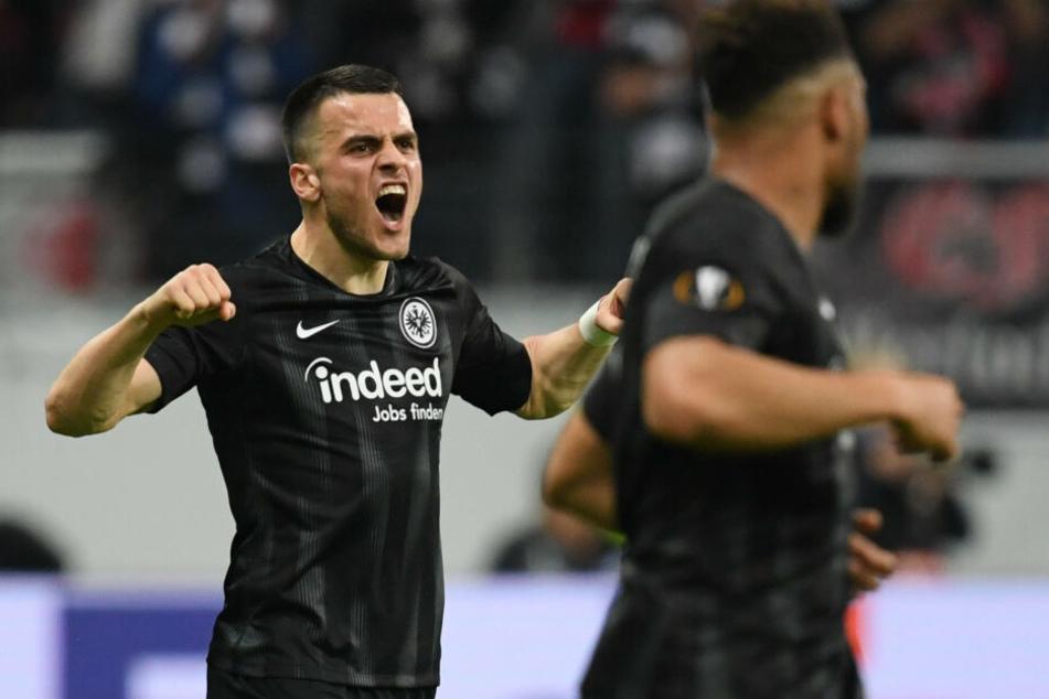 Filip Kostic (Li.) erzielte das 1:0 für die Eintracht.
