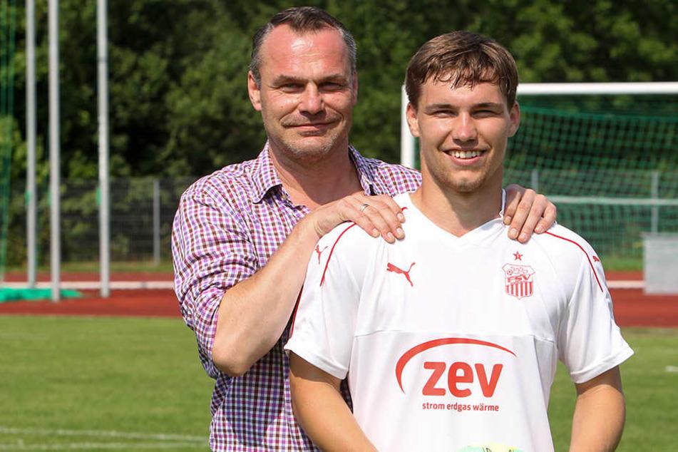 Vater und Sohn, André (l.) und Anthony Barylla. Nach sieben Jahren in der Talenteschmiede von RasenBallsport Leipzig will Barylla jun. nun beim FSV Zwickau in die Fußstapfen seines Vaters treten.