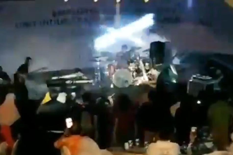 Video zeigt Moment, als Tsunami Band und Fans überrascht