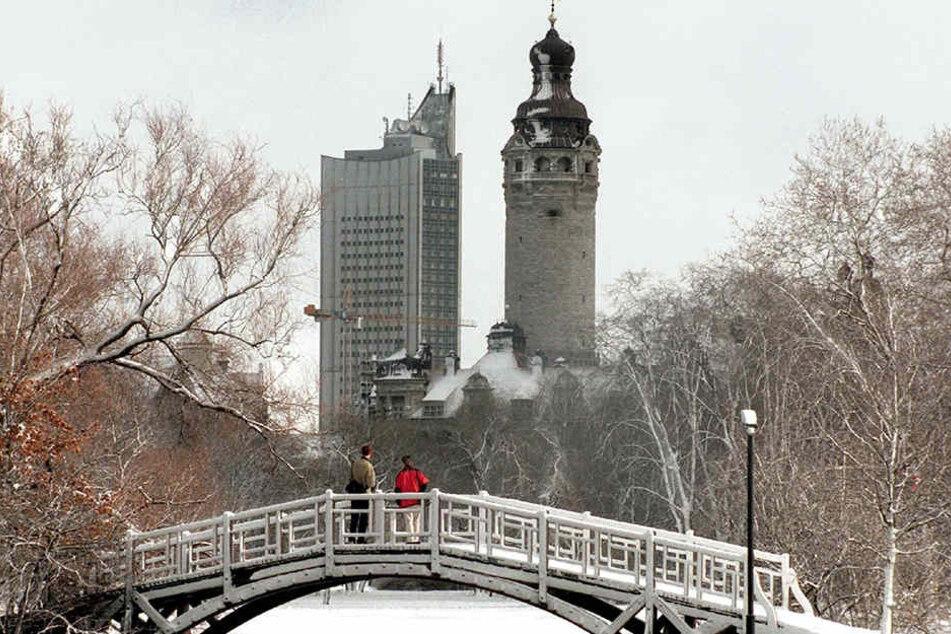 Ist bald zurück an Ort und Stelle: Die historische Holzbrücke im Nordteil des Johannaparks.