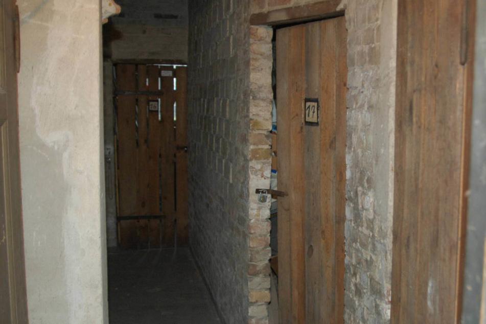 Nachdem der Reichsbürger alle in den Keller geschlossen hatte, rief er die Polizei (Symbolbild).