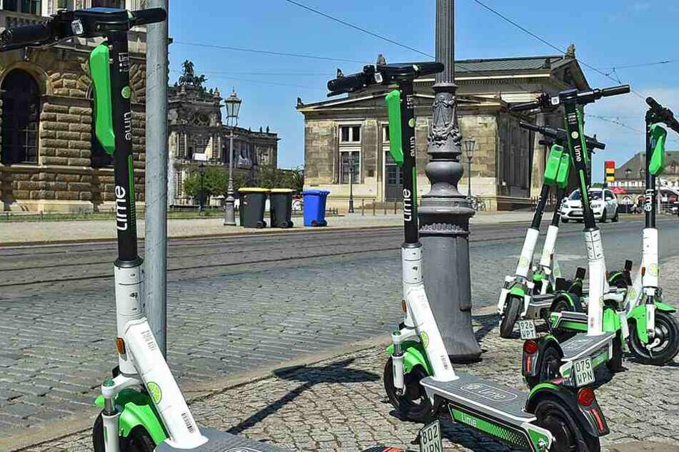 """Die E-Roller von """"Lime"""" sind seit Donnerstag im Stadtbild präsent."""