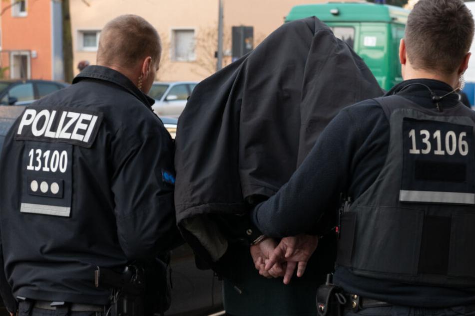 Berlin: Großrazzia in Berlin-Wedding: Polizei stellt Barbershops auf den Kopf