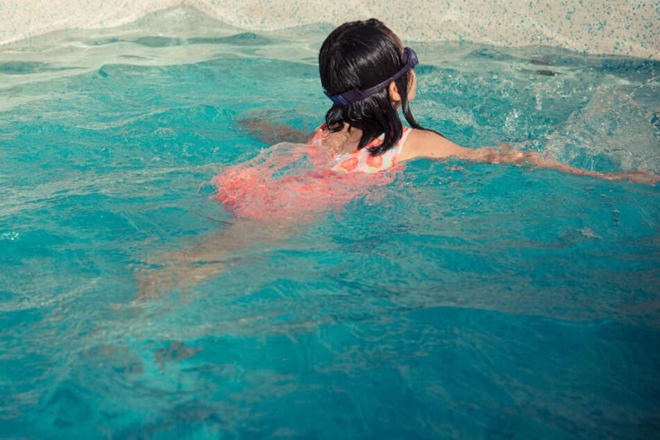 Im Schwimmbad: Asylbewerber onaniert vor Kindern