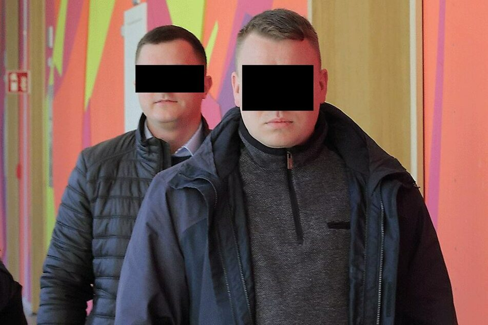 Montag mussten sich die Hools Tarik J. (28,l.) und Robert H. (29) vor dem Dresdner Amtsgericht verantworten.