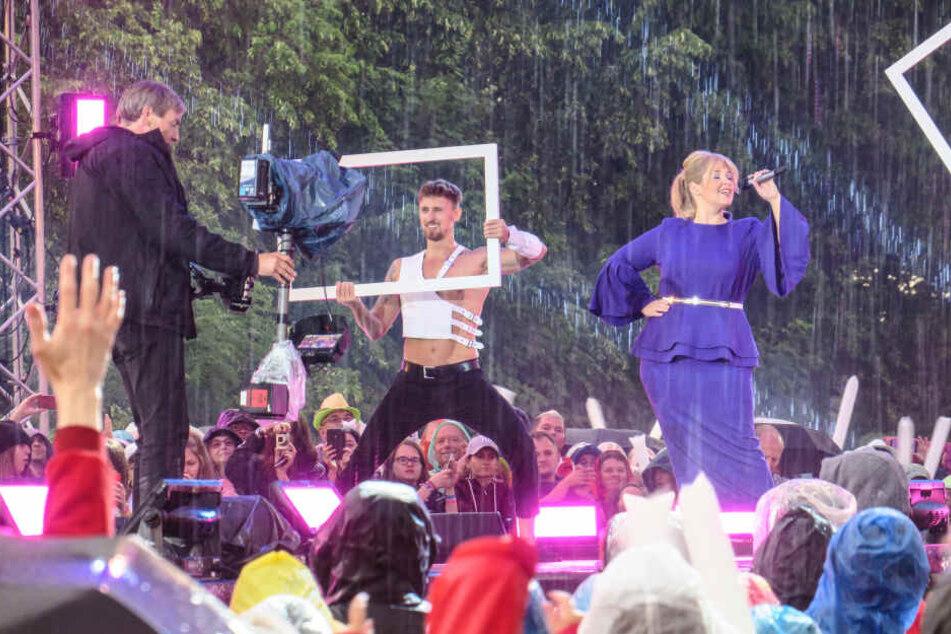 Sängerin Maite Kelly (39) ließ sich nicht beirren, zog ihren Auftritt bei strömendem Regen durch.