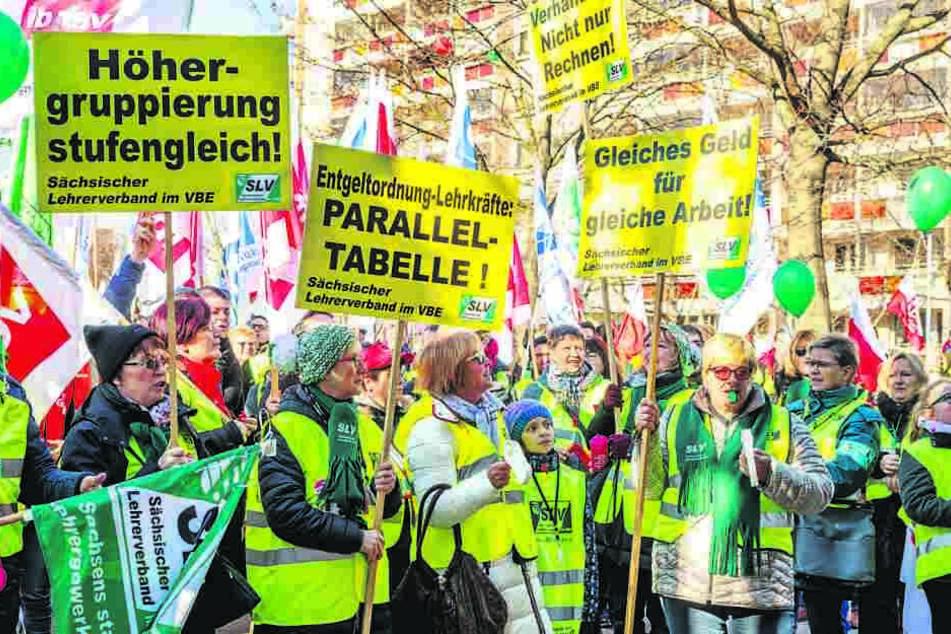 Kurz vor den Ferien: Lehrerstreik auf dem Carolaplatz