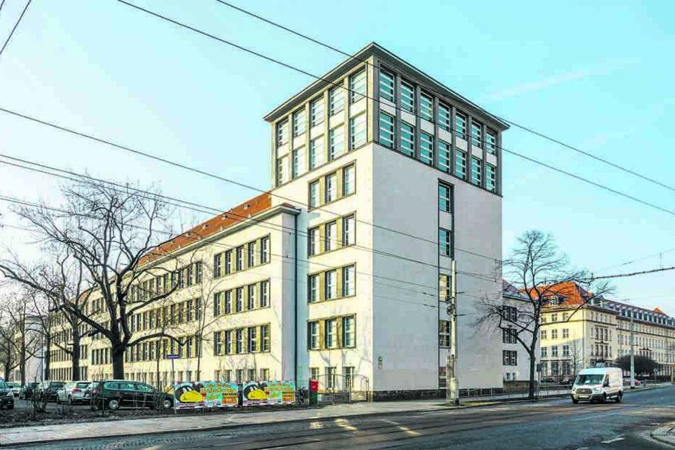 """Die Ausstellung finden Sie im BSZ für Technik """"Gustav Anton Zeuner"""" an der Gerokstraße in der Johannstadt."""