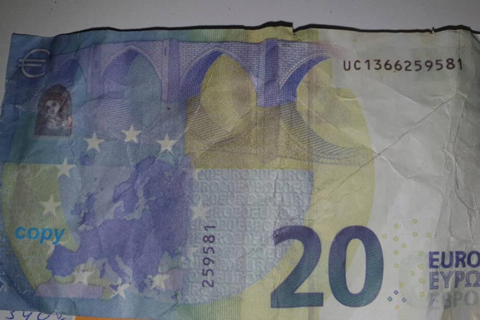 """Die Rückseite eines falschen 20-Euro-Schein: In der unteren linken Ecke steht das Wort """"copy"""", um den Schein als Filmgeld zu kennzeichnen (Archivbild)."""