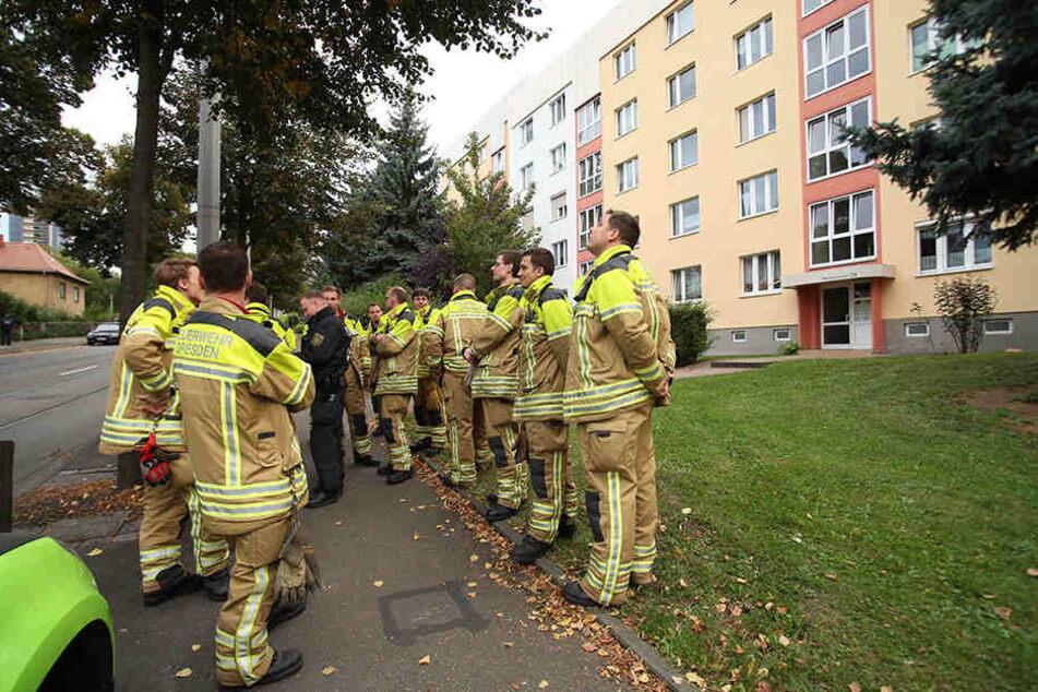 Die Kameraden der Feuerwehr sind immer noch mit der Evakuierung beschäftigt.