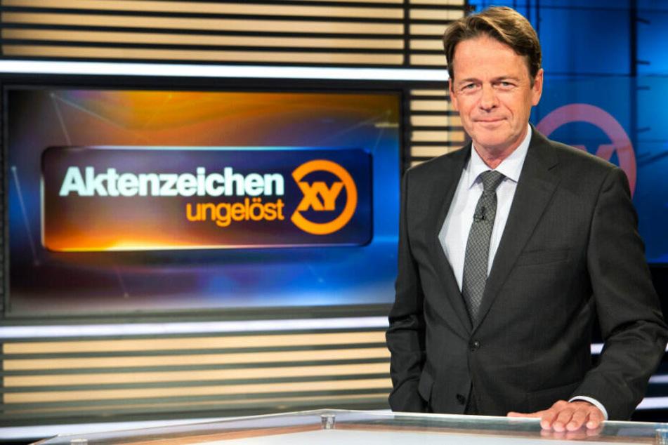 """ZDF-Moderator Rudi Cerne im Studio der Sendung """"Aktenzeichen XY ... ungelöst"""". (Archivbild)"""