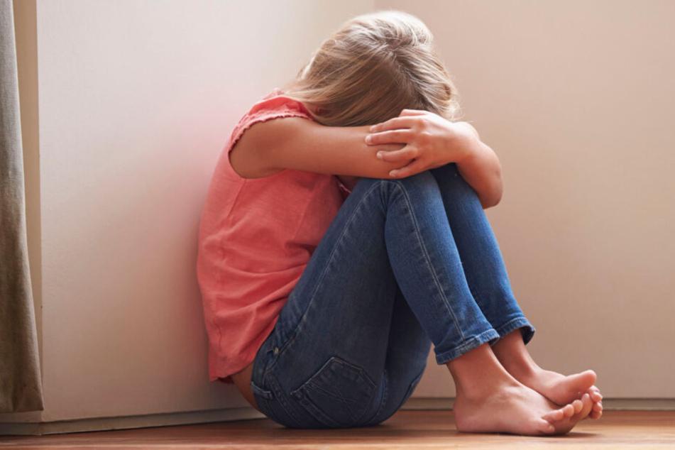 Das Mädchen wurde immer wieder Opfer der Übergriffe der Mutter. (Symbolbild)