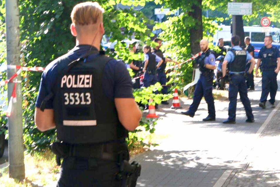 Die Polizei hat zwei Personen festgenommen.