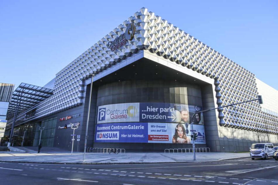 Dresden: Centrum Galerie: Ladendieb wird erwischt und verletzt die Security mit seinem Gipsarm