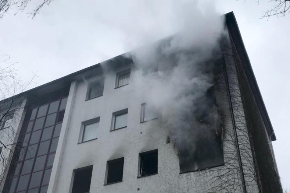 Wohnhaus in Brand! Frau stirbt nach Reanimation