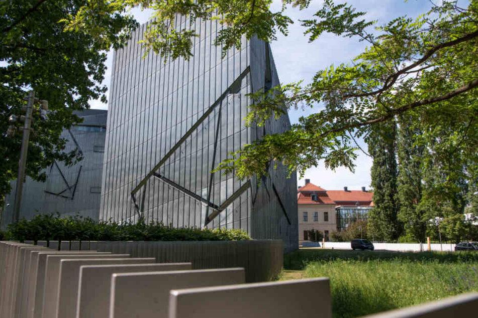 Im Jahr 1999 wurde das Jüdische Museum in Berlin fertiggestellt.