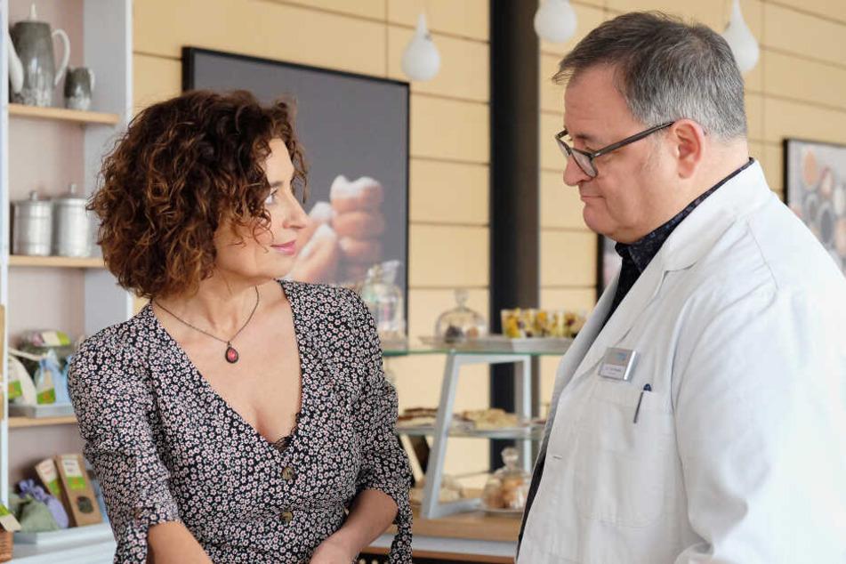 Hans-Peter Brenner (gespielt von Michael Trischan) ist von Anfang an begeistert vom Plan der Caféteria-Betreiberin Linda Schneider (Isabel Varell).