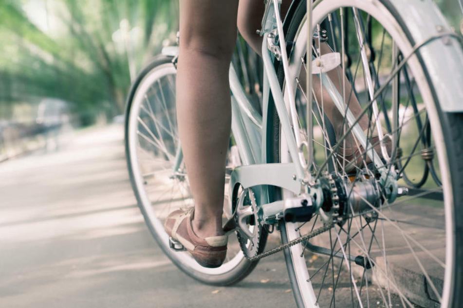 Das Mädchen war grade mit dem Fahrrad unterwegs. (Symbolbild)