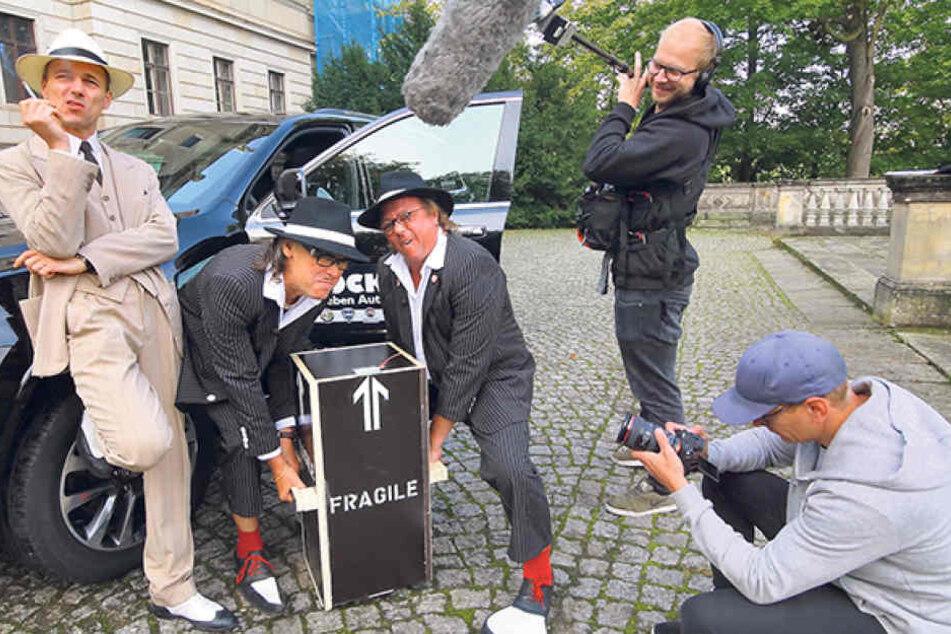 """""""Mafia Mia""""-Dreh vor Schloss Albrechtsberg. Das Schloss verkörpert in der  Dinnershow den Sommersitz des Paten."""