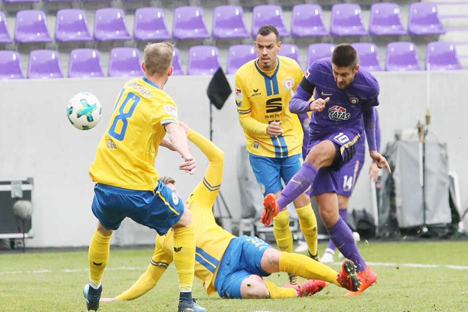 Dimitrij Nazarov setzt sich gegen drei Braunschweiger durch.