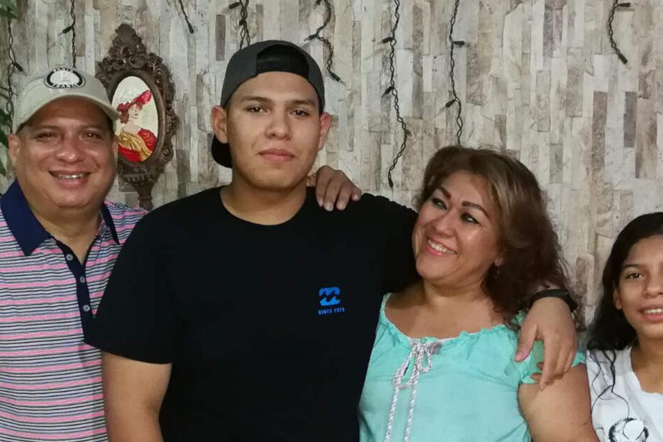 Cigarruistas mit seiner Familie. Sohn Carlos ist mittlerweile 17 Jahre alt.