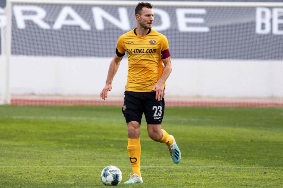 Florian Ballas vor einer Woche beim Test gegen Jeonbuk Hyundai in Marbella. Da trug er in der zweiten Hälfte die Kapitänsbinde. Am Freitag in Stuttgart dann erstmals ganz offiziell.
