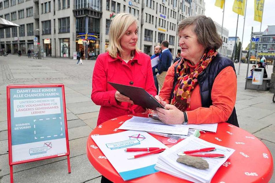 Landtagsabgeordnete Hanka Kliese (38, SPD) mit Dr. Monika Seeger. Die 71-Jährige sagte Ja zur Initiative.