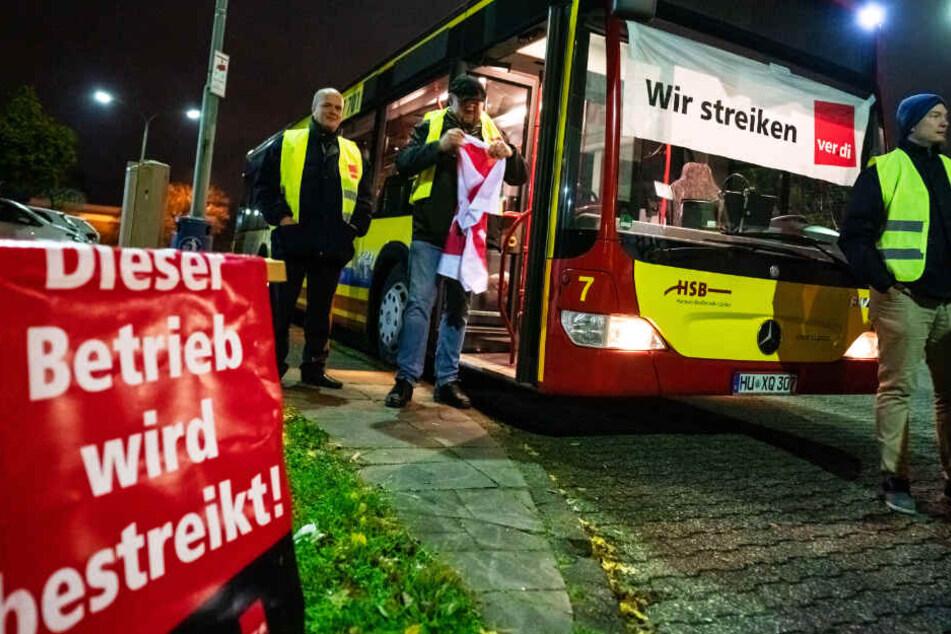 Die Gewerkschaft Verdi verlangt für die Busfahrer kräftige Lohnsteigerungen sowie mehr bezahlte Pausen und Urlaub.