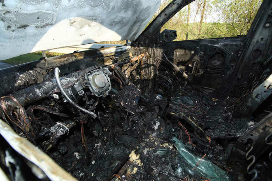 Aus bisher ungeklärter Ursache geriet ein Suzuki am Sonntag auf der A4 in Brand.